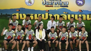 Niños tailandeses relatan su rescate de la cueva