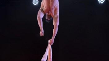 "Espeluznante caída de una trapecista en ""America's Got Talent"""