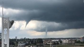 Varios tornados amenazan pueblos en Iowa