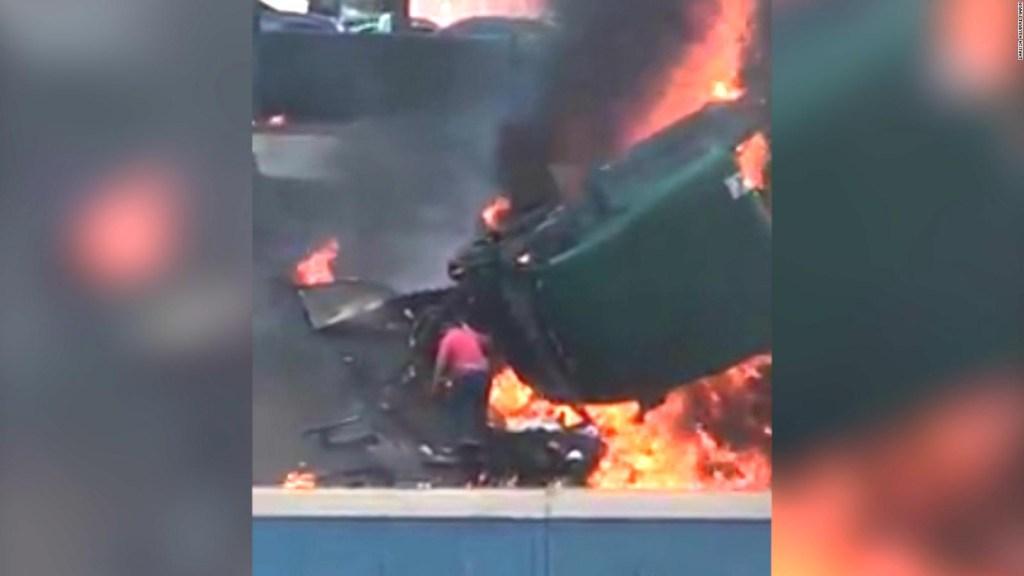 Trailer se impacta e incendia, pero el conductor sale casi ileso