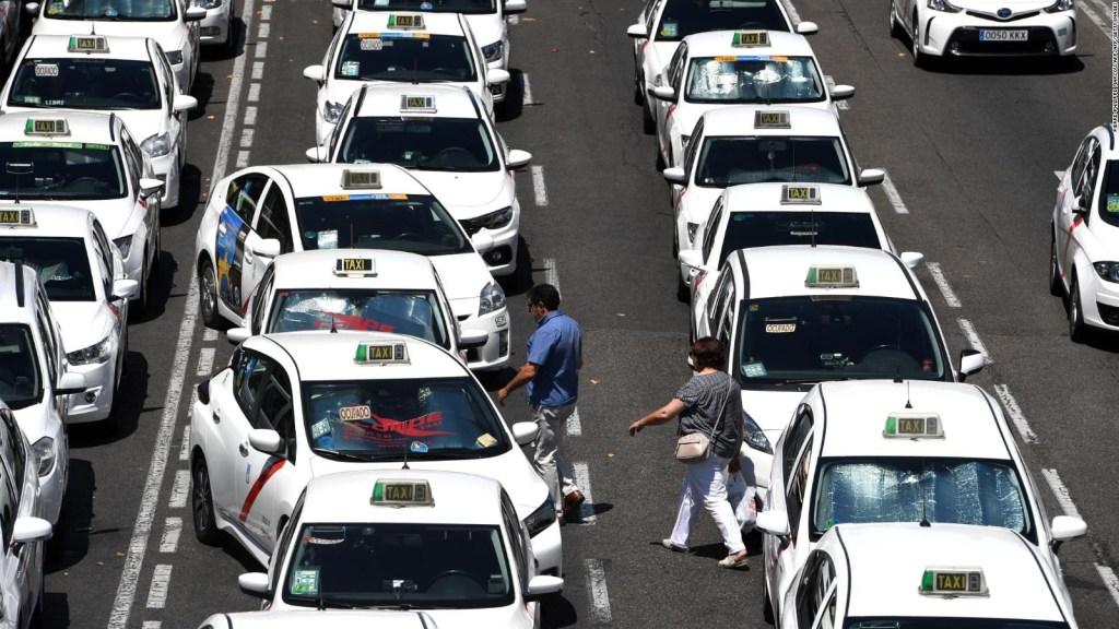 Taxistas españoles, en huelga en contra de Uber y Cabify