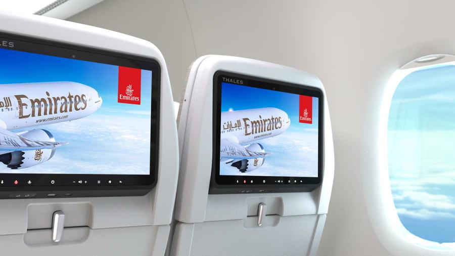 Mejor entretenimiento a bordo: en cuarto lugar en general, Emirates también ganó por ofrecer el mejor entretenimiento a bordo del mundo y el mejor servicio de personal de la línea aérea en el Medio Oriente.