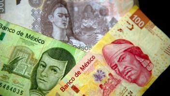 México tomó esta medida en diciembre de 1993 y eliminó tres ceros del peso mexicano. La medida cumplió 25 años este 2018. (Crédito: YURI CORTEZ/AFP/Getty Images)