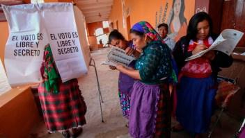 Mujeres votan en las elecciones del domingo en México. (Crédito: PATRICIA CASTELLANOS/AFP/Getty Images)