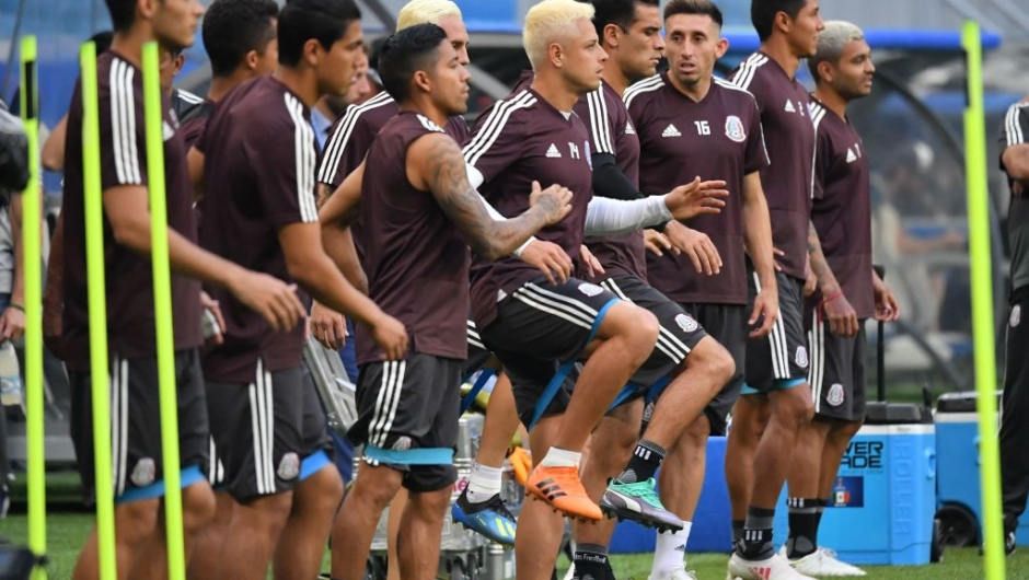 Mexico's players take part to a training session at the Samara Arena stadium on the eve of the Russia 2018 World Cup round of 16 football match between Brazil and Mexico on July 1, 2018 in Samara. (Photo by Emmanuel DUNAND / AFP) (Photo credit should read EMMANUEL DUNAND/AFP/Getty Images)