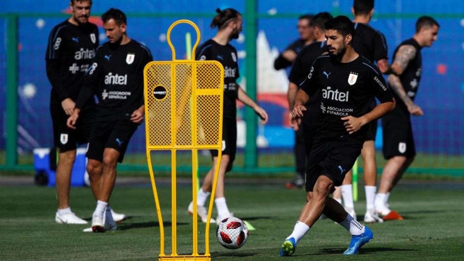 Luis Suárez de Uruguay en el entrenamiento previo al partido contra Francia. (Crédito: Julian Finney/Getty Images)