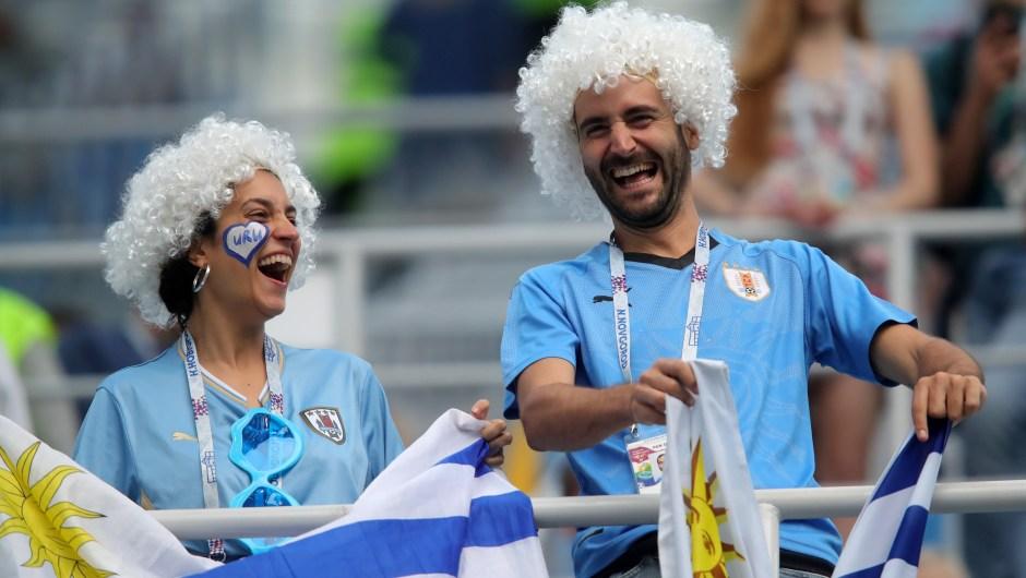 Animadores de Uruguay disfrutan del ambiente previo al encuentro contra Francia. (Crédito: Alexander Hassenstein/Getty Images)