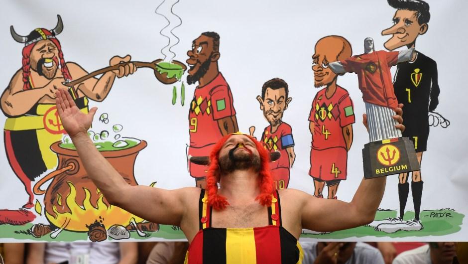 Este fanático de Bélgica es un incondicional en todos los partidos de su selección en este Mundial. Va siempre vestido como el personaje de cómic francés Obelix... pero en belga. (Crédito: MANAN VATSYAYANA/AFP/Getty Images)