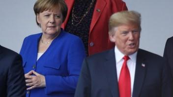Ángela Merkel y Donald Trump en la ceremonia de apertura de la cumbre de la OTAN en Bruselas, Bélgica. (Crédito: Sean Gallup/Getty Images)