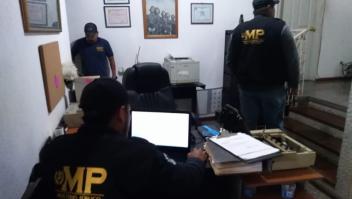 La Fiscalía de Guatemala y la Policía Nacional Civil realizaron seis allanamientos por casos de adopciones ilegales.