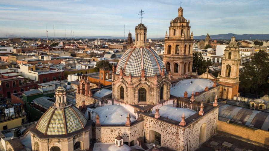 San Luis Potosí, México: La ciudad capital homónima de San Luis Potosí (generalmente llamada San Luis) es la decimoquinta ciudad más grande de México, con aproximadamente la misma población que Boston.