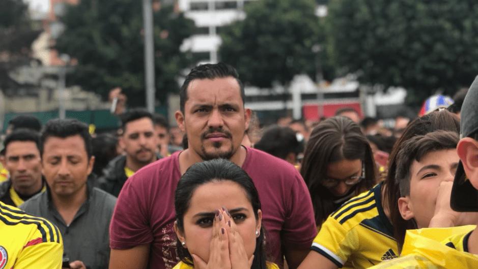 Tensión entre los hinchas de Colombia en Bogotá antes de los penales frente a Inglaterra. (Crédito: Paula Bravo/CNN en Español)