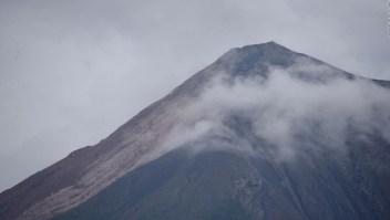 Lahares fluyen desde el volcán de Fuego en Guatemala