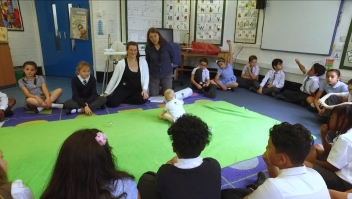 Así pueden los bebés ayudar a combatir el acoso escolar