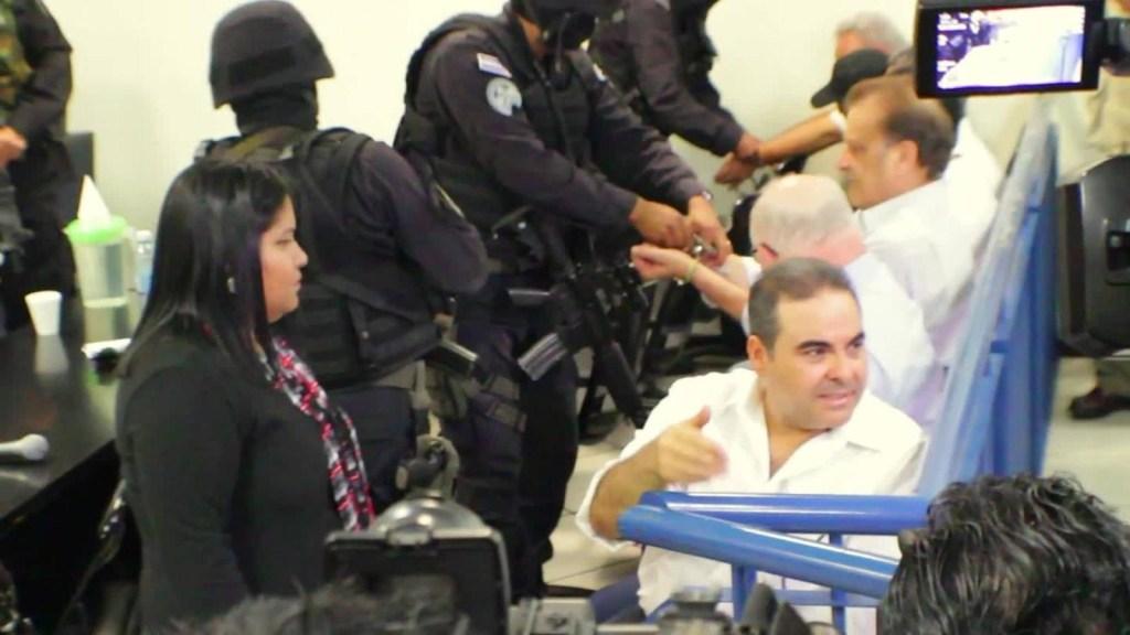 El expresidente de El Salvador en el banquillo de los acusados