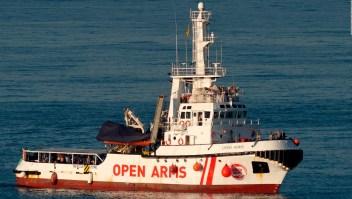 """Migrantes del """"Open Arms"""" no recibirán residencia temporal"""