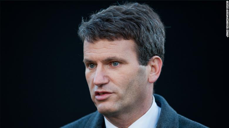 Mark Lewis, un abogado conocido por representar a víctimas de piratería telefónica, se dirige a los medios en noviembre de 2012.