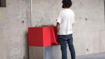 Estos orinales al aire libre encienden la polémica en París