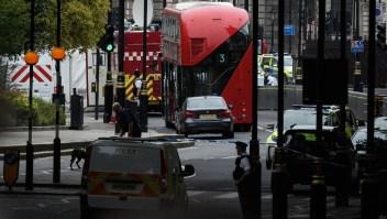 Así chocó un vehículo contra el Parlamento británico