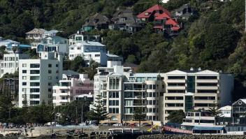 Parlamento de Nueva Zelanda limita la compra de viviendas a extranjeros