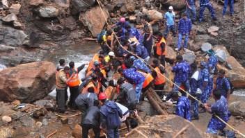 Pescadores se suman a rescates en la India tras inundaciones
