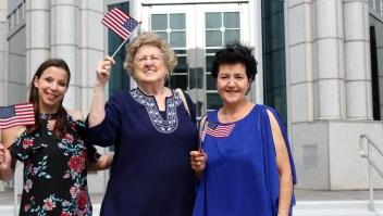 La misión de esta abuela de 87 años: ayudar a inmigrantes