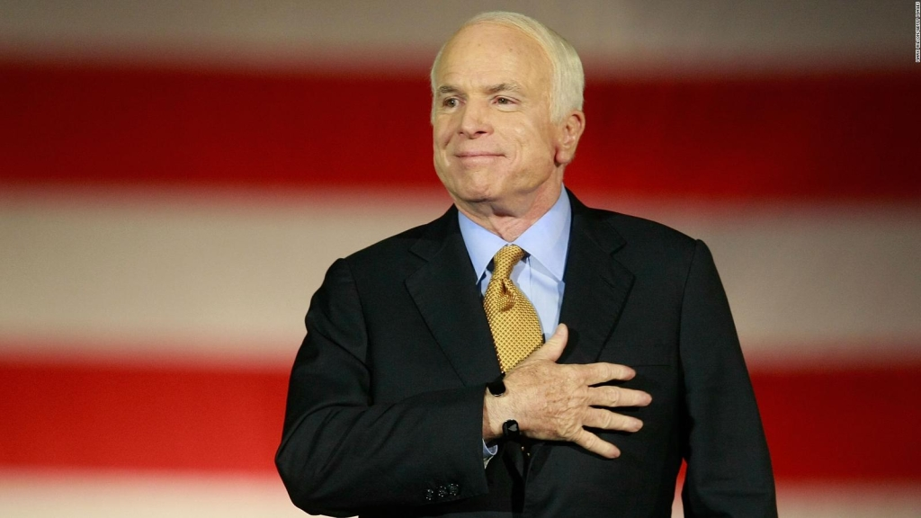 Latinos en Arizona elogian la vida de John McCain