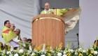 El papa recomienda a padres escuchar a sus hijos homosexuales
