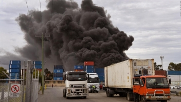 Arde almacén en Melbourne