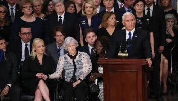 Mike Pence: McCain sirvió a su país honorablemente