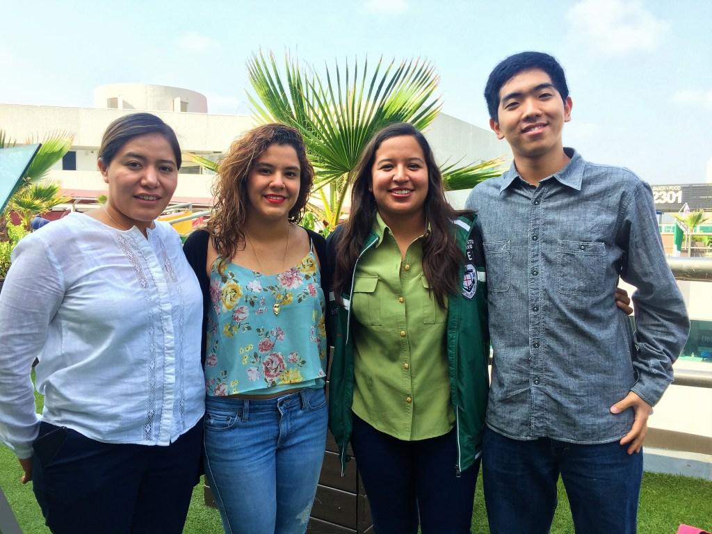 Giwan Park, Guadalupe Martínez Gloria, Anaid Dafne Parra Quiroz y Esthela Gómez Vázquez, los estudiantes que desarrollaron la chaqueta contra el acoso. (Crédito: Universidad de Monterrey)