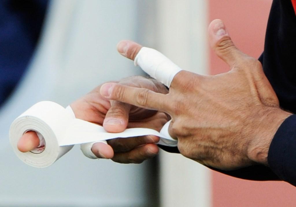 Dedos con tiritas. (Crédito: Kevork Djansezian/Getty Images)