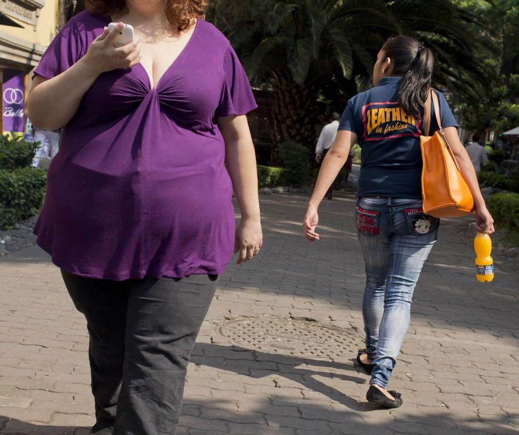 Mujer camina por las calles de México en 2013. (Crédito: Ronaldo Schemidt/AFP/Getty Images)