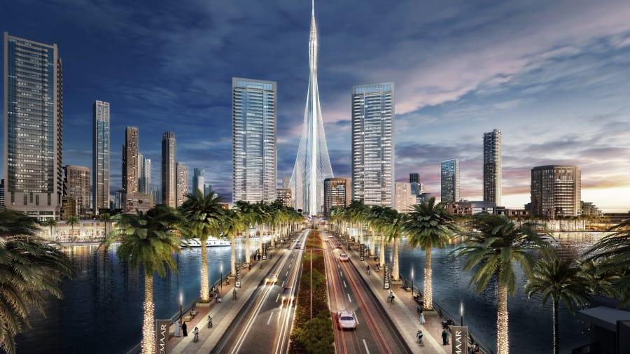 Dubai Creek Harbour se encuentra en el interior, al este del centro de Dubai (sede del Dubai Mall y el Burj Khalifa). La pieza central, Dubai Creek Tower, fue diseñada por el arquitecto español Santiago Calatrava.
