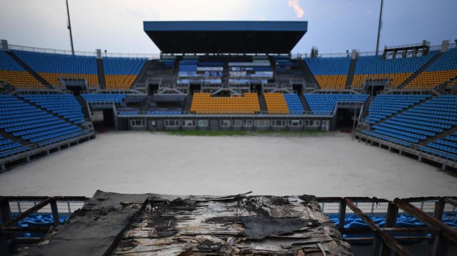 Problema mundial: Rio, que solo fue sede en 2016, también ha abandonado las estructuras olímpicas repartidas por toda la ciudad. En la foto: el estadio de voleibol de playa construido para los Juegos Olímpicos de Beijing 2008.