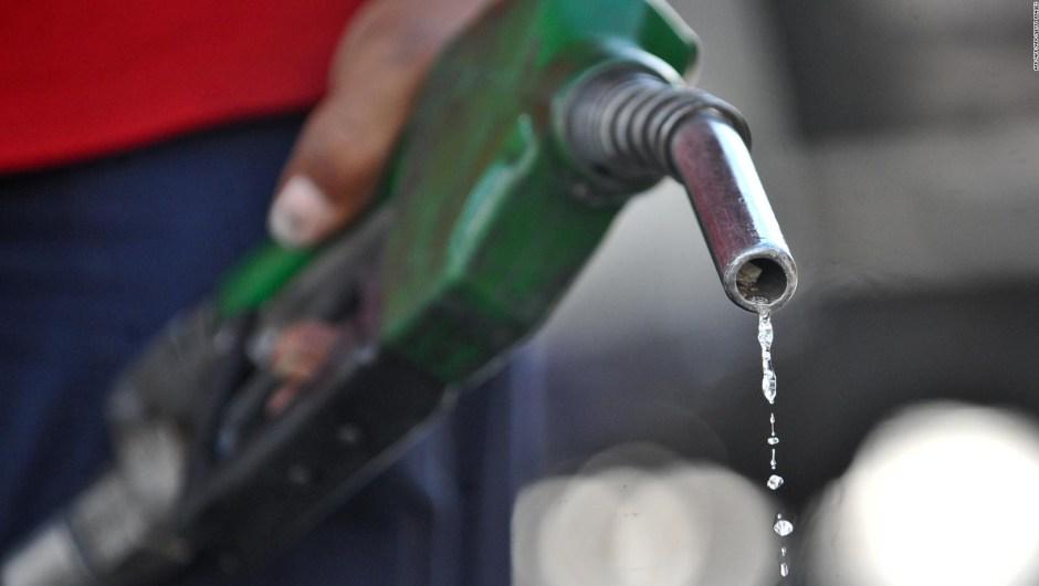 ¿Cuál es el costo de llenar el combustible del auto en Venezuela?
