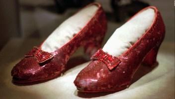 #LaImagenDelDía: recuperan zapatos rojos usados por Judy Garland