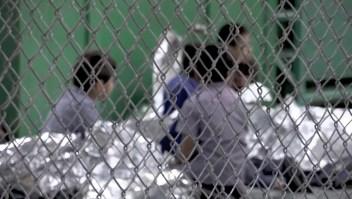 Gobierno Trump quiere mantener a juntas a familias, pero detenidas