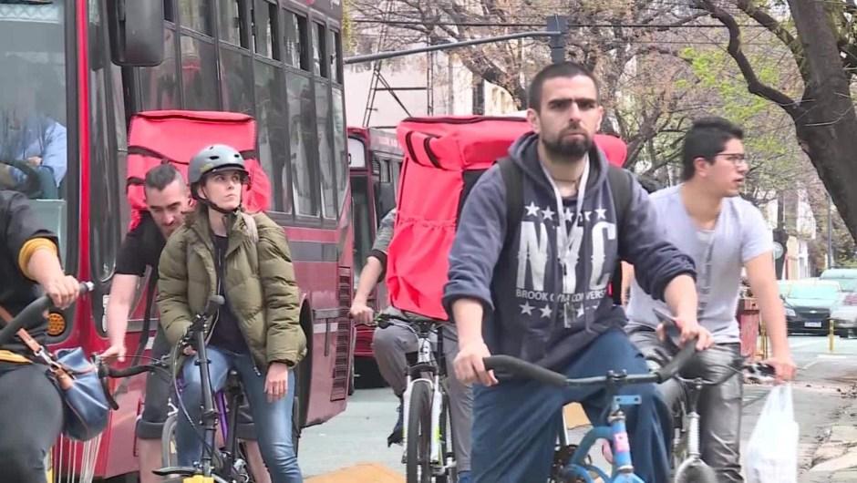 """¿Qué hay detrás de las apps de """"delivery"""" en Argentina""""?"""