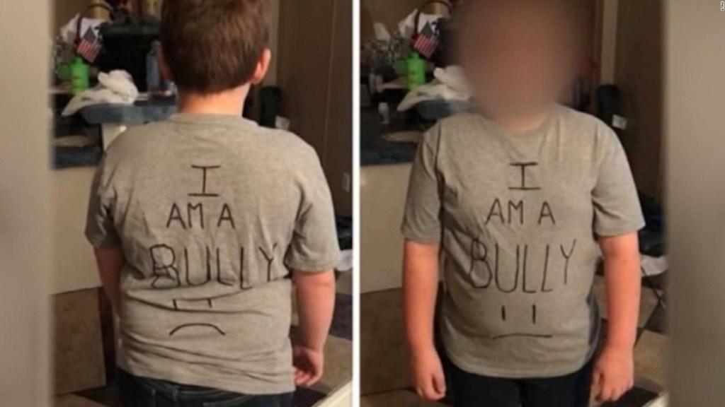 Madre le da lección a su hijo que es acosador en la escuela