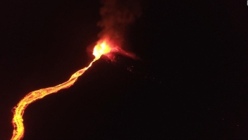 #LaImagenDelDía: Volcán Pitón de la Fournaise expulsa impresionante río de lava
