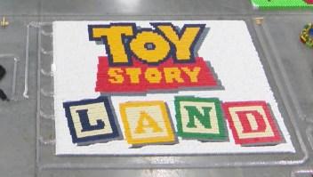 #ElDatoDeHoy: Toy Story fue homenajeada con un dominó de miles de piezas