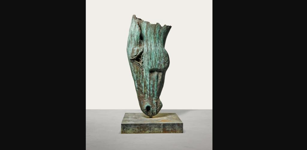 """""""Horse at Water XV"""" (2001) por Nic Fiddian-Green. (Crédito: Sotheby's)"""