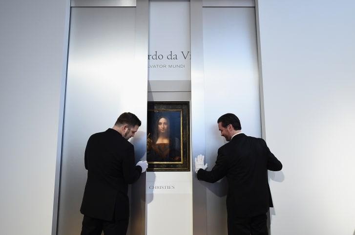 """Christie's presentó """"Salvator Mundi"""" de Leonardo da Vinci en Christie's New York el 10 de octubre de 2017 en la ciudad de Nueva York. /Crédito: Ilya S. Savenok / Getty Images)."""