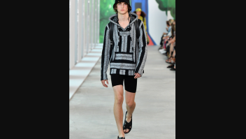 Diseño de Michael Kors presentado en la Semana de la Moda de Nueva York y que fue acusado de plagio.