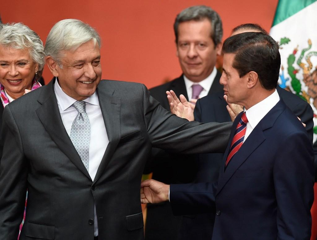 López Obrador junto a Peña Nieto en la reunión de transición, el 20 de agosto de 2018. (Crédito: ALFREDO ESTRELLA/AFP/Getty Images)