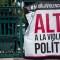Cartel en contra de la violencia política antes de las elecciones en México. (Crédito: GUILLERMO ARIAS/AFP/Getty Images)