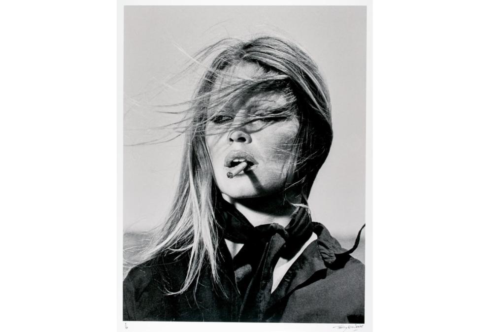 """Esta impresión del fotógrafo británico Terry O'Neill es parte de la subasta """"Made in Britain"""" de Sotheby's. Se estima que venderá por entre 7.000 y 10.000 libras (9.100 - 13.100 dólares)."""