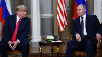 Trump y Putin durante su reunión en Helsinki en julio de 2018. (Crédito: BRENDAN SMIALOWSKI/AFP/Getty Images)