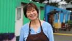 Inmigrante de china alimenta a gente sin hogar en EE.UU.